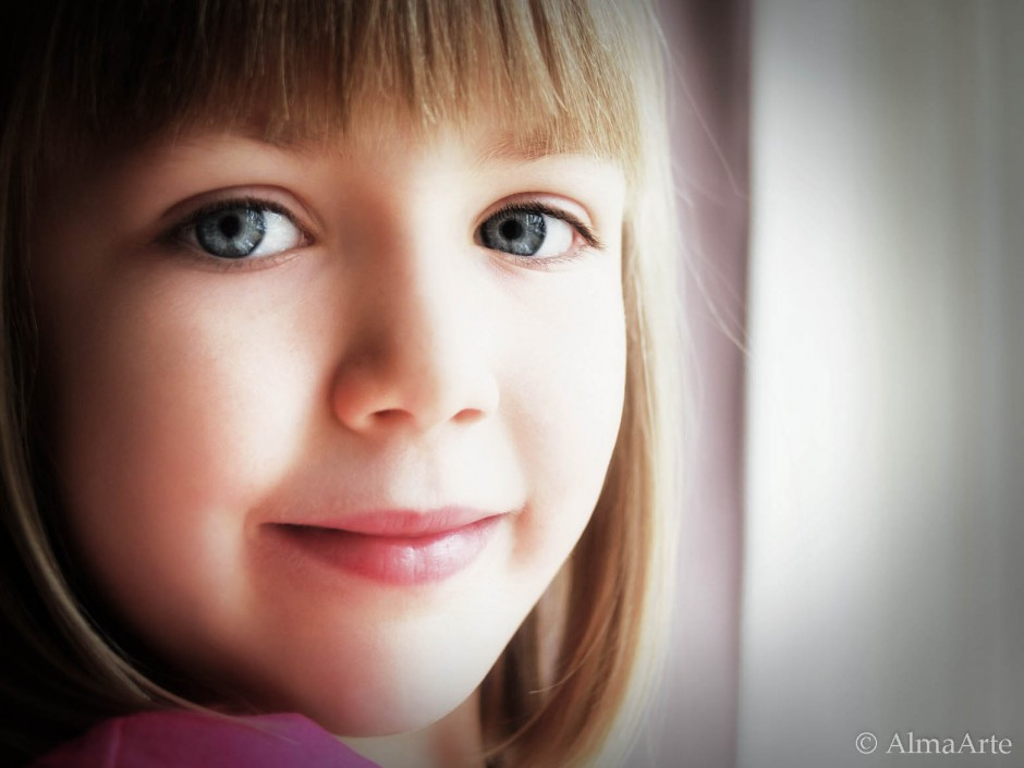 Portrait, retrato, blue, azul, ojos, eyes, mirada, gaze, almaarte, children photography, children portrait photographer, manchester based photographer, uk based photographer, spanish photographer, children portraits, natural light photographer, england,